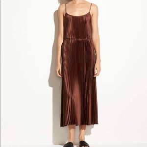 Vince NWT Pleated Dress in Sycamore Seed